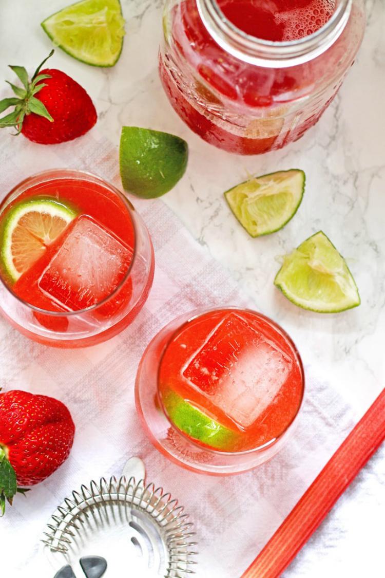 strawberry-rhubarb-daiquiri
